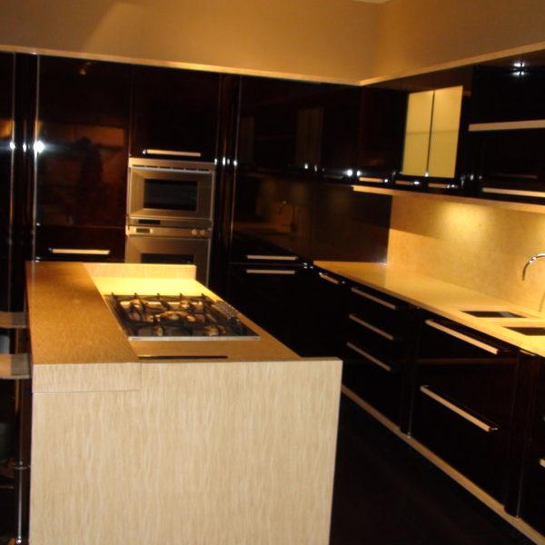 Кухня ,полированная отделка